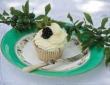 diy-cupcake-wedding-favours-alice-sophie-11