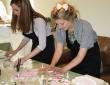 diy-cupcake-wedding-favours-alice-sophie-2