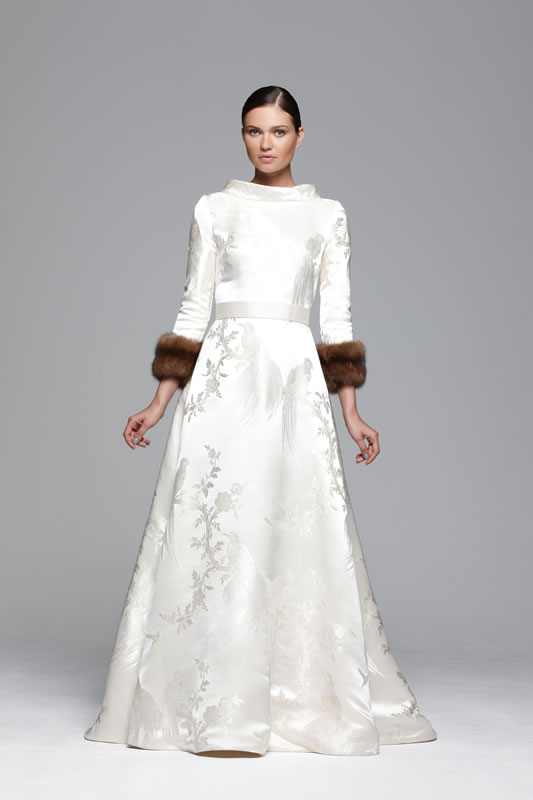 Winter wedding dresses – How to look fabulous and beat the cold