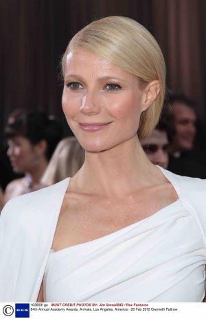 Gwyneth-Paltrow-sleek-wedding-hair-Oscars