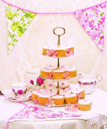 cheap-wedding-cakes-ideas-to-cut-costs-not-style