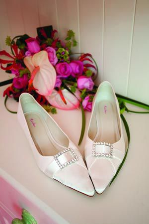 flat-wedding-shoes-versus-killer-heels-annemarieking.com