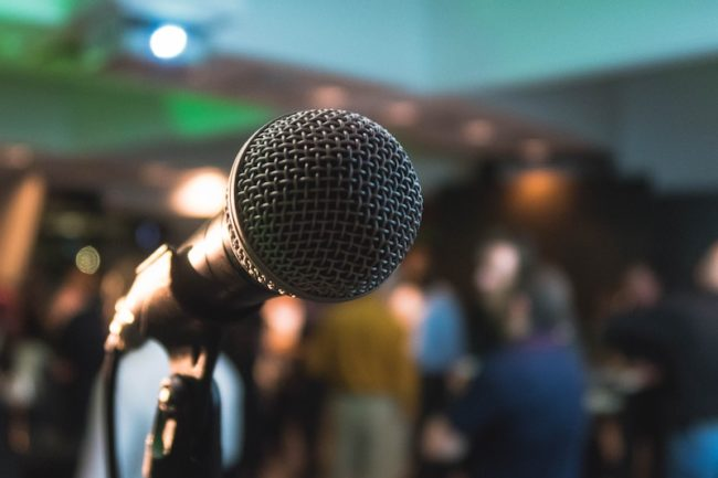 microphone wedding speech tips to wow your guests