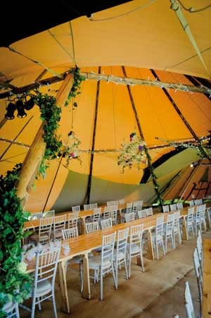 How To Decorate Your Wedding And Reception Venue On A Budget
