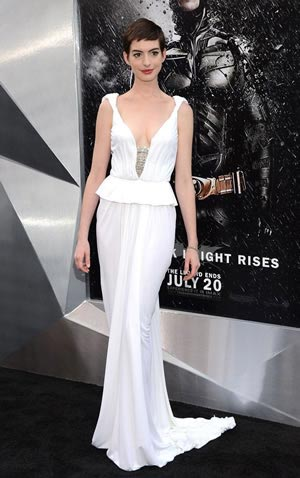 anne-hathaway-dazzles-premire-the-dark-knight-rises