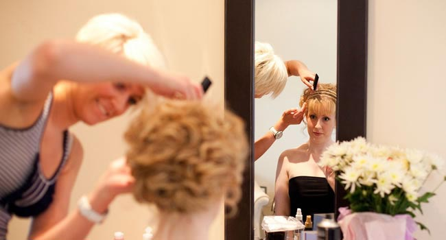 diy-hair-ideas-how-to-get-a-professional-weddng-hair-look-at-home