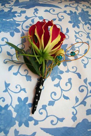 our-top-tips-wedding-flower-trends-ideas-2012-bouquet