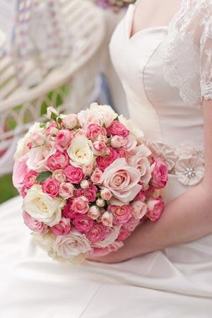 our-top-tips-wedding-flower-trends-ideas-2012-pink-bouquet