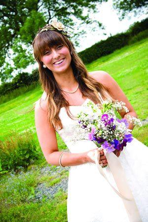 choosing-bridal-style-wedding-tiaras-accessories-suit-dress