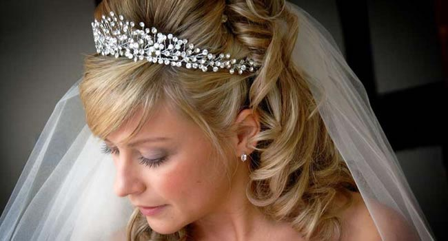 are-wedding-tiaras-outdated