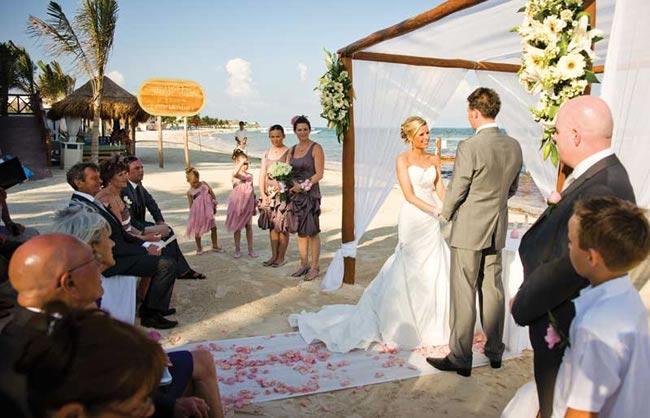 beach-wedding-dresses-leecarus-photography.net
