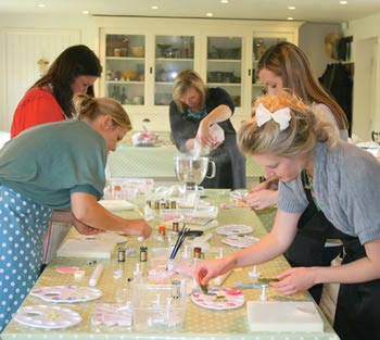 diy-cupcake-wedding-favours-alice-sophie-intro