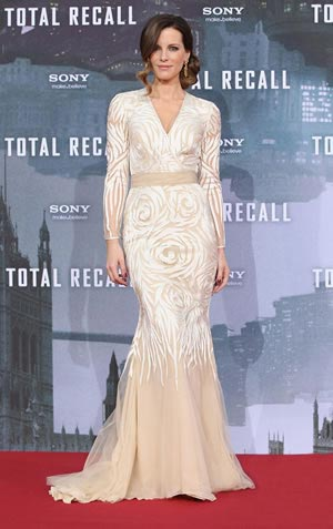 kate-beckingsale-bridal-dress