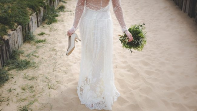 wedding-abroad-beach-wedding-dress-bride-sand