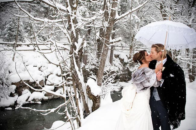married-in-the-snow-CLAIRE-MORGAN.COM