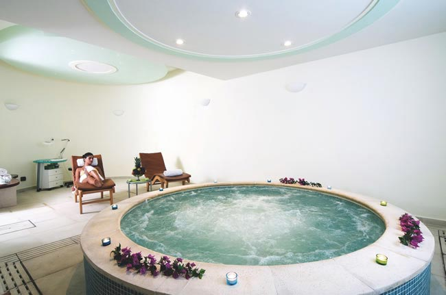 planning-hen-night-spa-break-the-good-spa-guide-jacuzzi