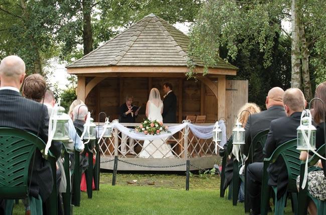 fab-peach-wedding-theme-nicola-scott-ceremony