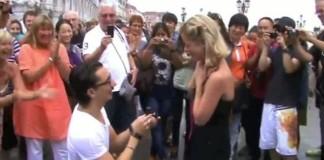public-wedding-proposal-in-venice-proposal