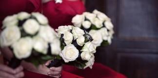 21-christmas-wedding-flower-ideas-to-make-you-bloom-bridesmaids