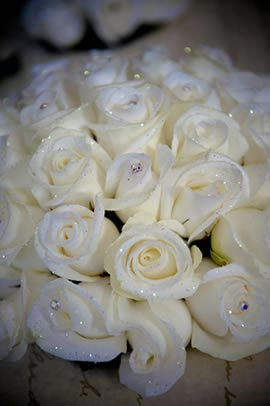 21-christmas-wedding-flower-ideas-to-make-you-bloom-white-bouquet