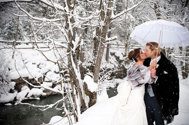 fur-shrug-winter-wedding
