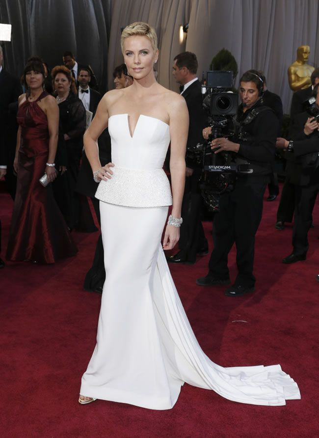 charlize-theron-oscar-dress