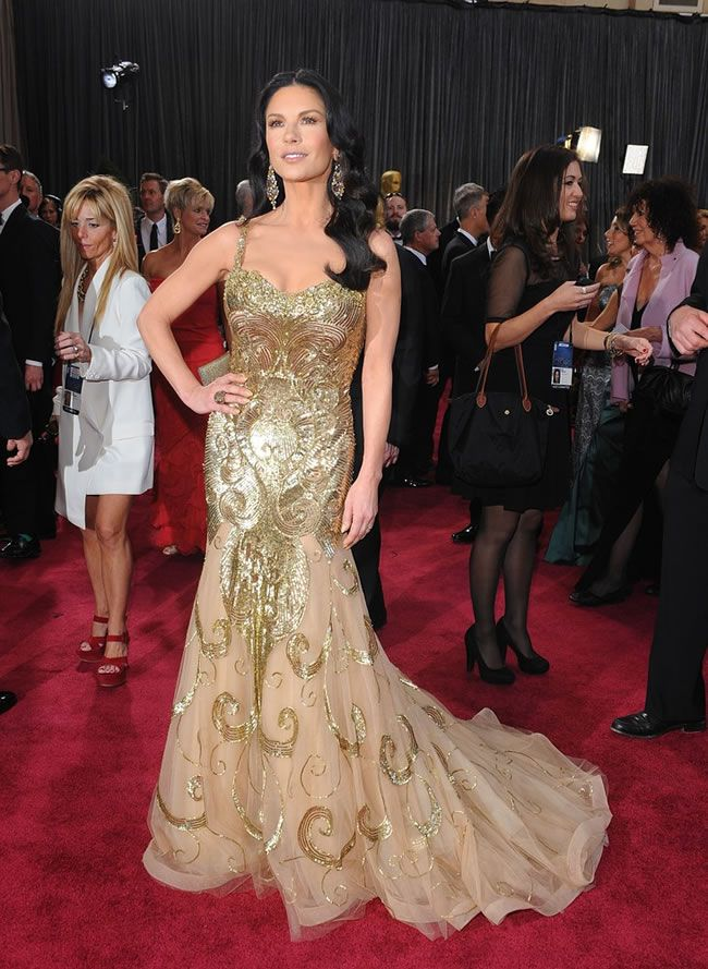 catherine-zeta-jones-oscar-dress