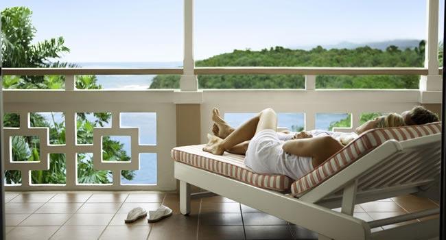 balcony-couple