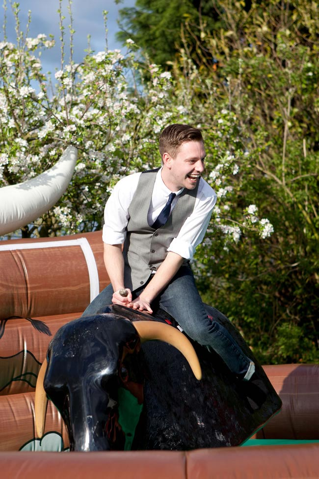 wedding guests in jeans on a rodeo bull Seven Things a Wedding Guest Should Never Wear