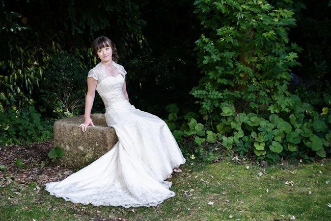 sitting-posture-weddingsbynicolaandglen.com