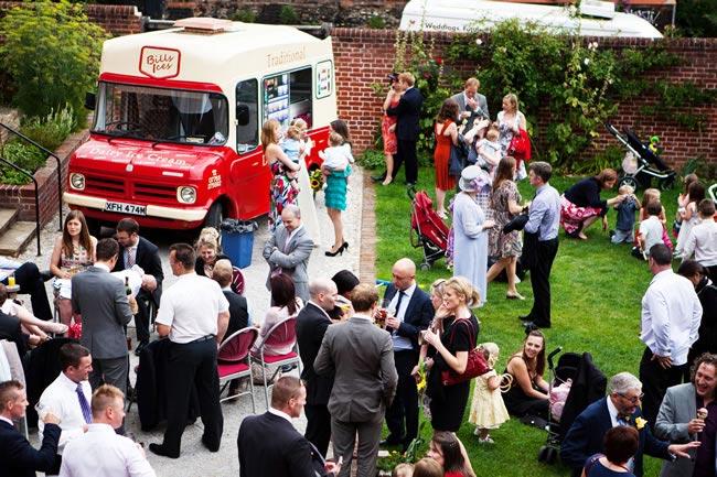 wedding-guest-etiquette-hannahwhomes.co.uk