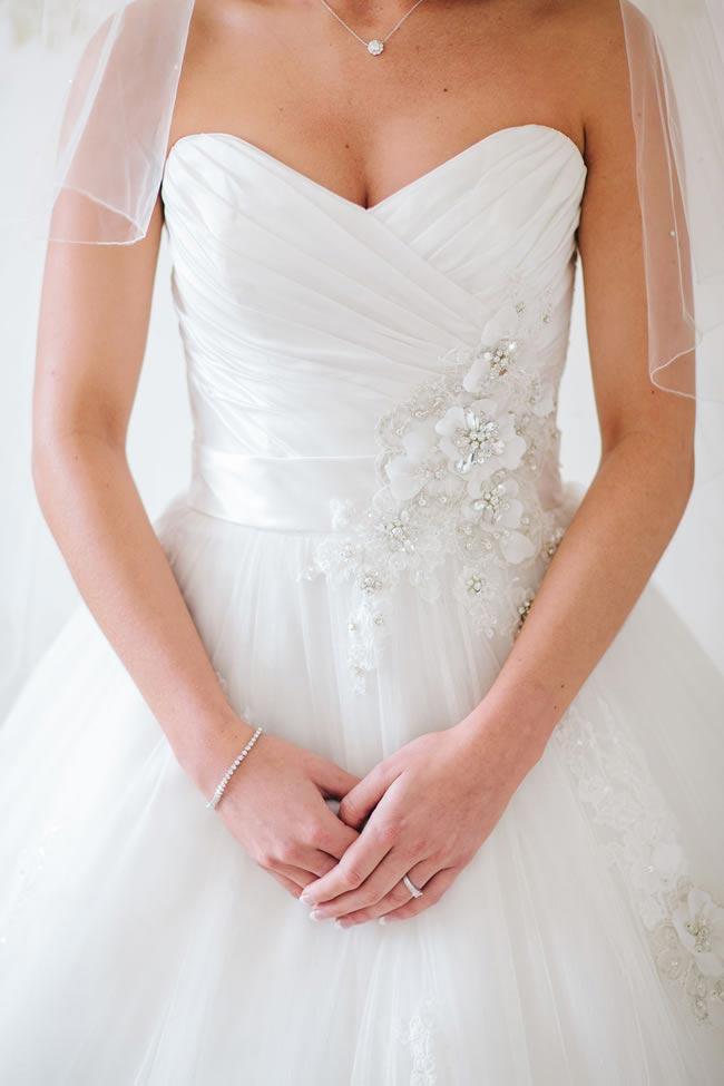 buying a wedding dress tips marriageisthebomb