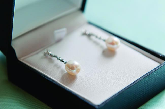 drop pearl earrings FKPHOTO