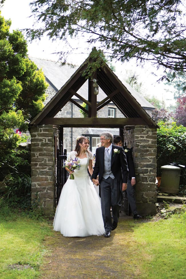 Emily-Dave-real-wedding-16.jpg