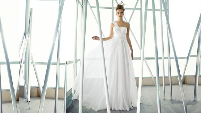 Wedding dress: Mira Zwillinger