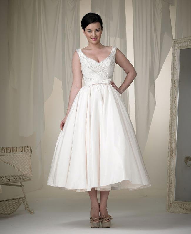 phoenix gowns style 5516