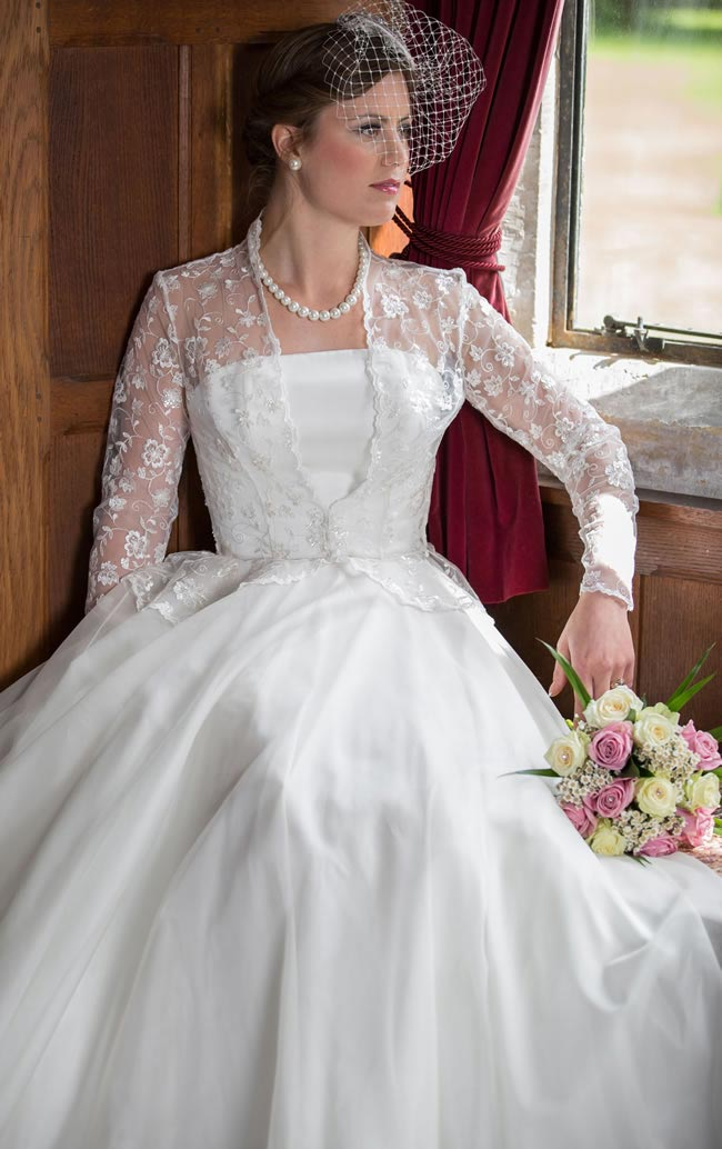 Mimi (close up) - Qiana Bridal - Classic Rose Collection