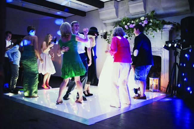 10-key-things-think-choosing-wedding-music-dancefloor-albertpalmerphotography.com