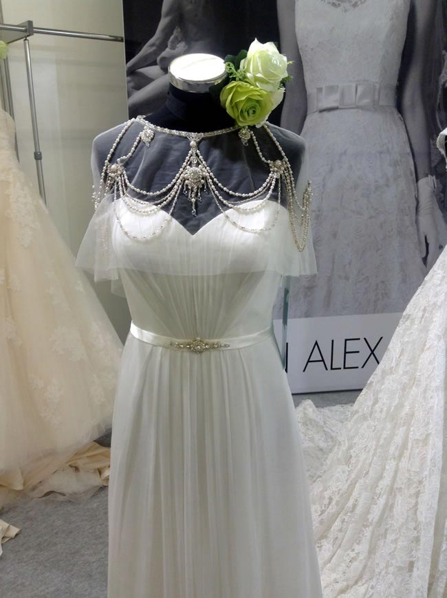 16-fabulous-finds-from-the-british-bridal-exhibition-justin-alexander-cape