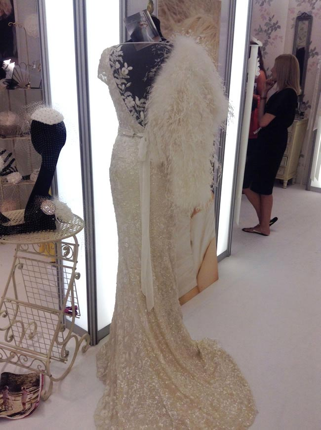 16-fabulous-finds-from-the-british-bridal-exhibition-sasso-wraps
