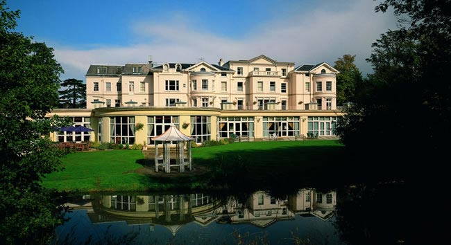 cheltenham-park-hotel-wedding-show-lake