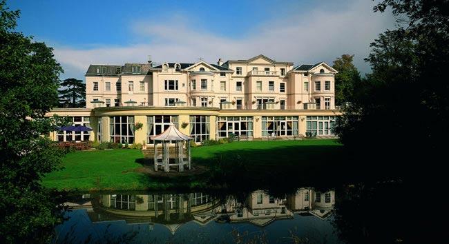 cheltenham-park-hotel-wedding-show-lake