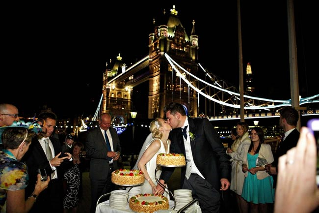 showcase-event-at-the-tower-hotel-london-kiss