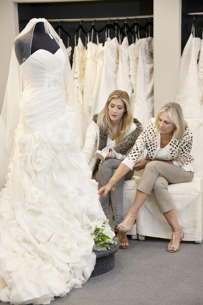 the-dos-and-donts-of-wedding-dress-shopping--checking-dress