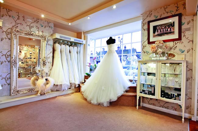 the-dos-and-donts-of-wedding-dress-shopping-ellie-sanderson