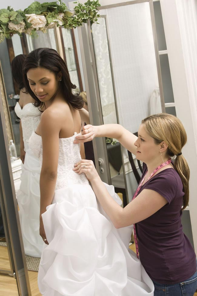 the-dos-and-donts-of-wedding-dress-shopping-fitting