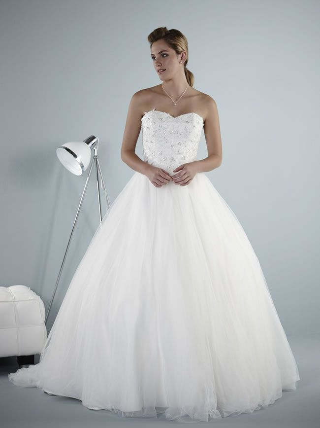 wedding-dresses-to-suit-your-theme-from-romantica-of-devon-brooklyn-purebridal-2014