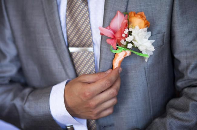 10-ways-personalise-big-day-abroad-rosebuttonhole