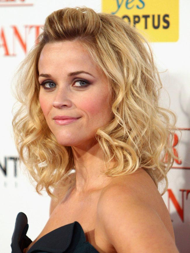 Sleep-in-Rollers-Reese-Witherspoon
