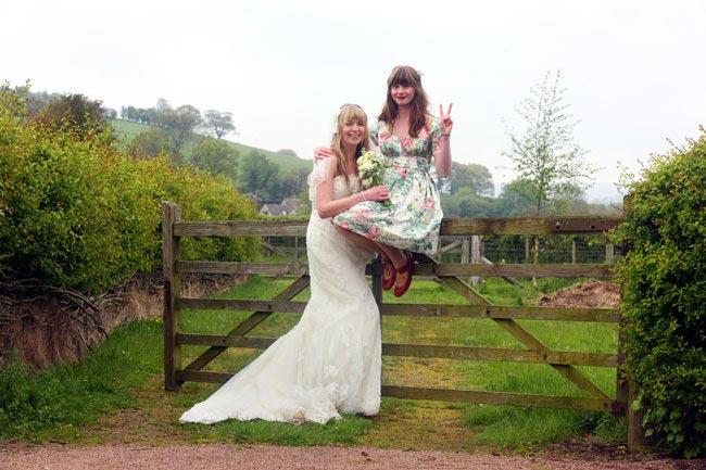 bridesmaid-dilemmas-solved-weddingphotographersouthwales.org.uk